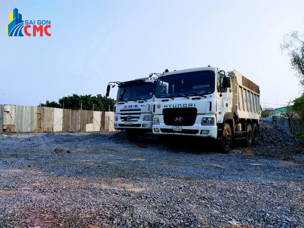 Xe tải chở cát xây dựng