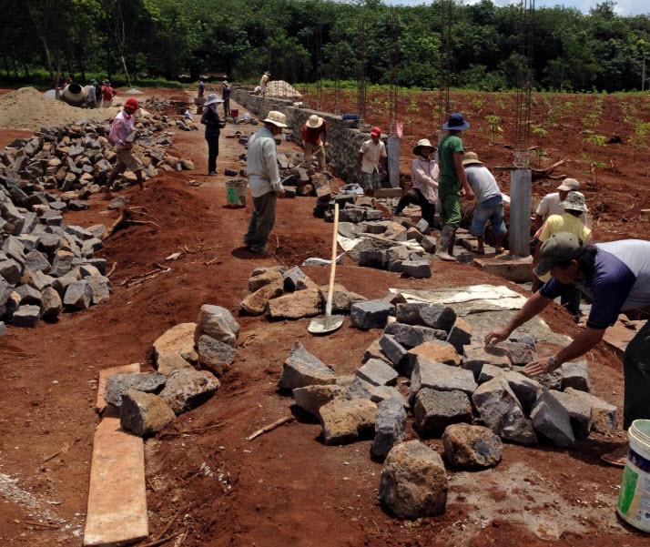 Thi công xây đá hộc cần đảm bảo đúng quy trình và đúng kỹ thuật