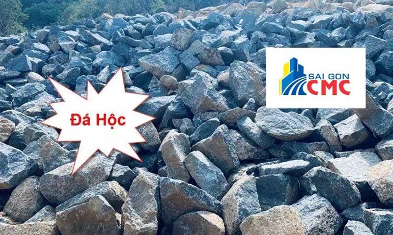 Đá hộc là loại đá được sử dụng để làm móng, xây tường, kè đê sông, biển …